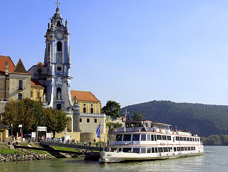 Fra sejlturen på Donau - her besøg i Dürnstein. (foto: Finn Hillmose)