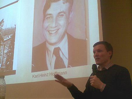 Outzes flugt fra tyskerne var arrangeret af gestapochef Karl Heinz Hoffmann, som Jakob Nielsen viser et billede af.
