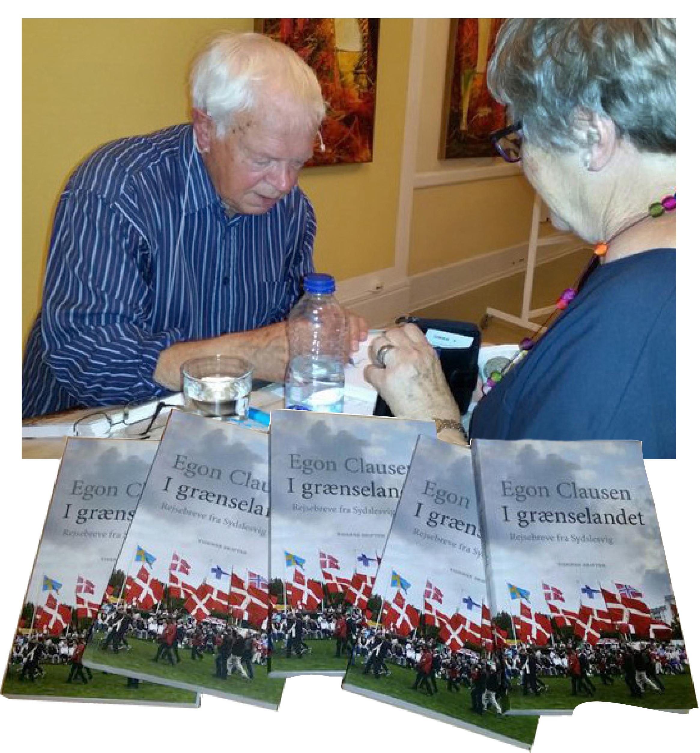 Egon Clausen havde bøger med, som han solgte og signerede.