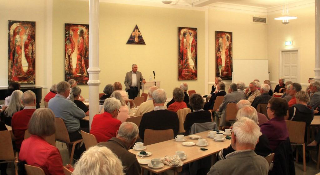 Erik Norman Svendsen havde over 100 opmærksomme veteran-tilhørere.
