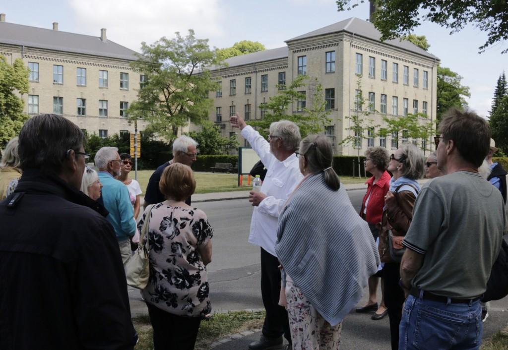 Som søn af en af hospitalets overlæger og født i 1954 boede Karsten Munkvad sammen med familien i en årrække på hospitalet.