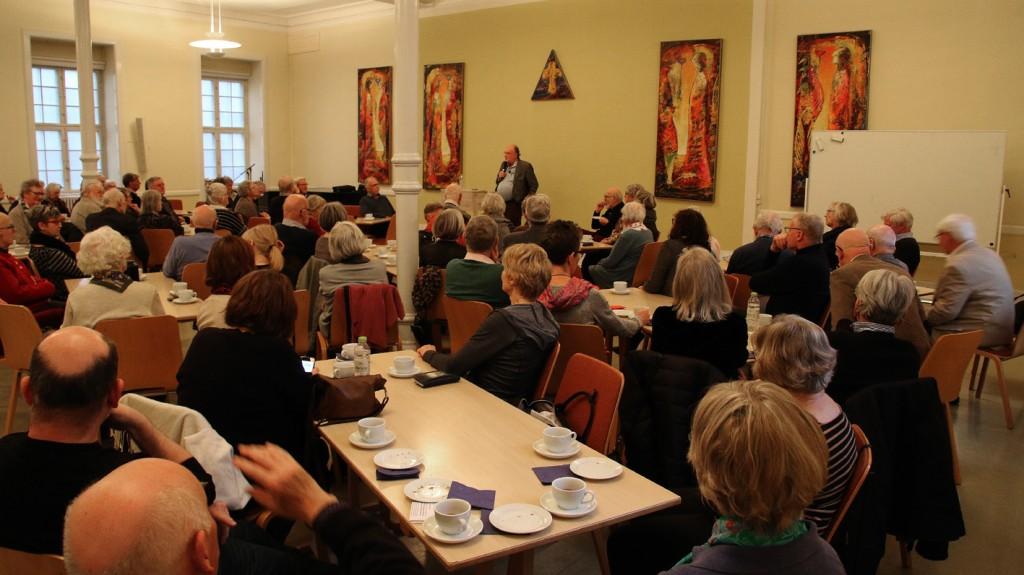 Der manglede ikke kvindelige tilhørere blandet de mange fremmødte på dette møde med Kaare R. Skou.