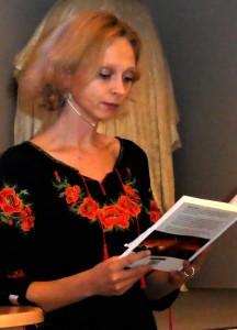 """Mathilde Kimer læste en lille afsnit op fra sin bog """"Krigen indeni""""."""