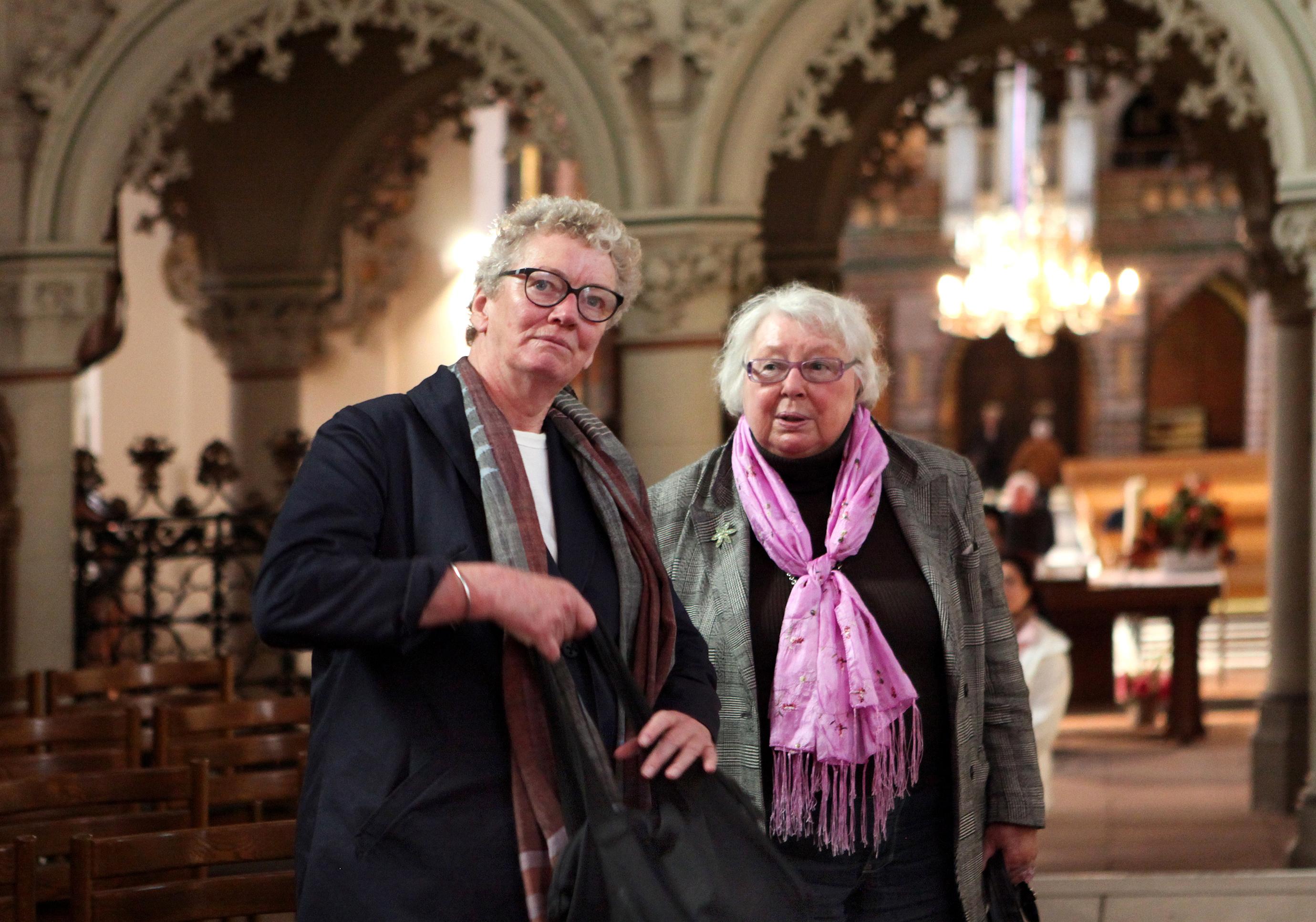 Lise Lotte Nielsen (t.v.) og Lis Lipschitz i Slesvig domkirke.