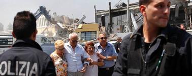 Der sker 1 mio. jordskælv om året (!) på vores klode. Italien, og især Sicilien, er et af de mest udsatte områder, bl.a. på grund af vulkanen Etna. Skælvet i 1968 fik turisterne til at holde sig væk – og det gav så både luksushotel og fri bil til Inge Estvad. Hvad der er ulykke for nogle, bliver til lykketræf for andre…