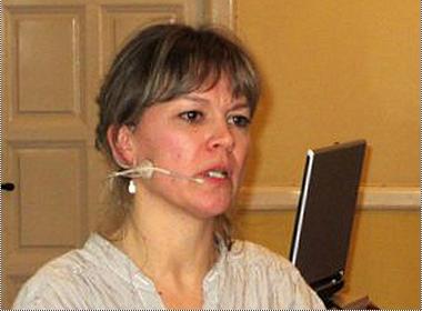 Margrethe Heidemann Andersen fortalte, at forskerne bl. a. finde ordene ved at lytte til dagligsproget, derforer der også blev plads til ordet fuck.