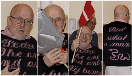 Pedro var som altid iført en spraglet sweater, som han selv havde strikket. Foredraget blev holdt få dage før den strikkende journalists 70 års fødselsdag, og jubelen ville ingen ende tage, da han fik overrakt sin gave – et danne- brogsflag, som formandens kone, Lise Hermund, egenhændigt havde strikket til ham. Foto Finn Hillmose.